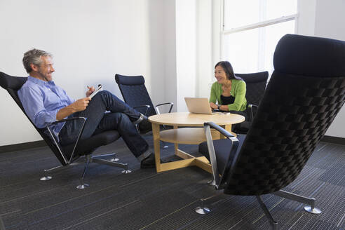 Business people working together in office - BLEF13984