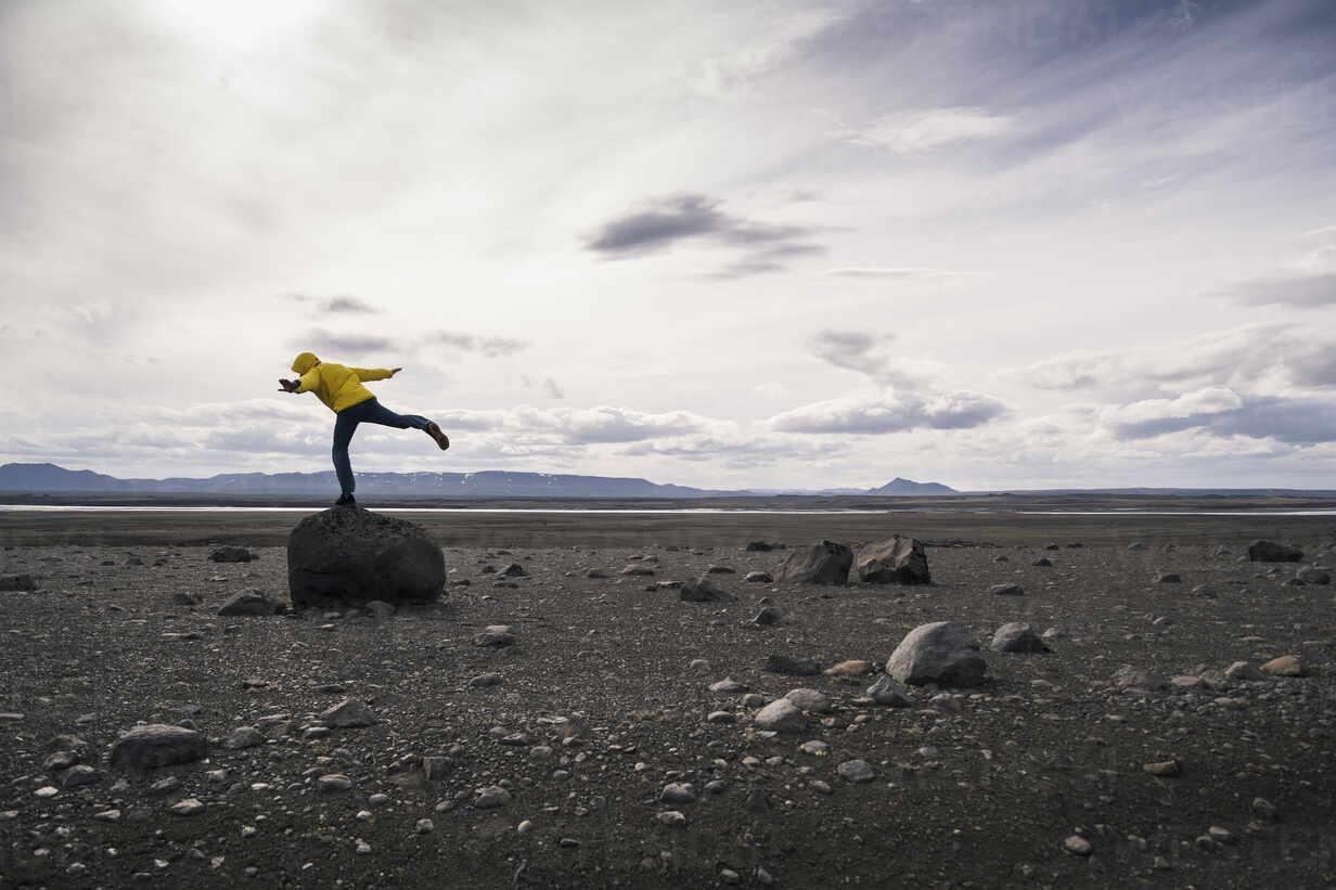Mature man balancing on one leg on a rock in the volcanic highlands of Iceland - UUF18770 - Uwe Umstätter/Westend61