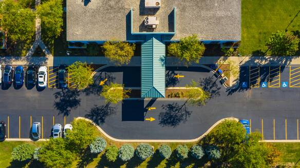 Aerial view of a low rise medical office building in the suburbs of Chicago, IL in the United States - AAEF02116