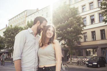 Happy young couple in the city, Berlin, Germany - TAMF02097