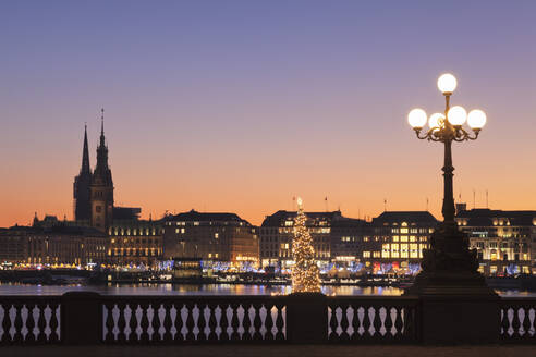 View over Binnenalster Lake (Inner Alster) to the Christmas market at Jungfernstieg and City Hall, Hamburg, Hanseatic City, Germany, Europe - RHPLF01367