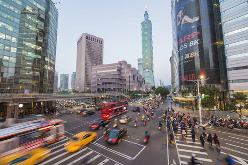 Traffic in front of Taipei 101 at a busy downtown intersection in the Xinyi district, Taipei, Taiwan, Asia - RHPLF03427