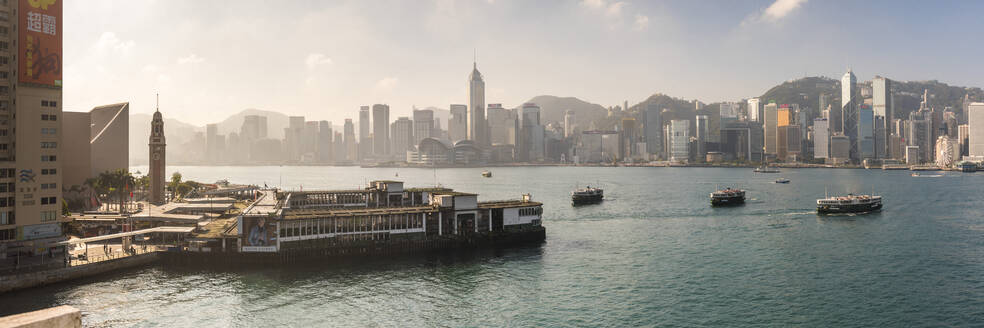 Star Ferry with Hong Kong Island behind, seen from Kowloon, Hong Kong, China, Asia - RHPLF03592