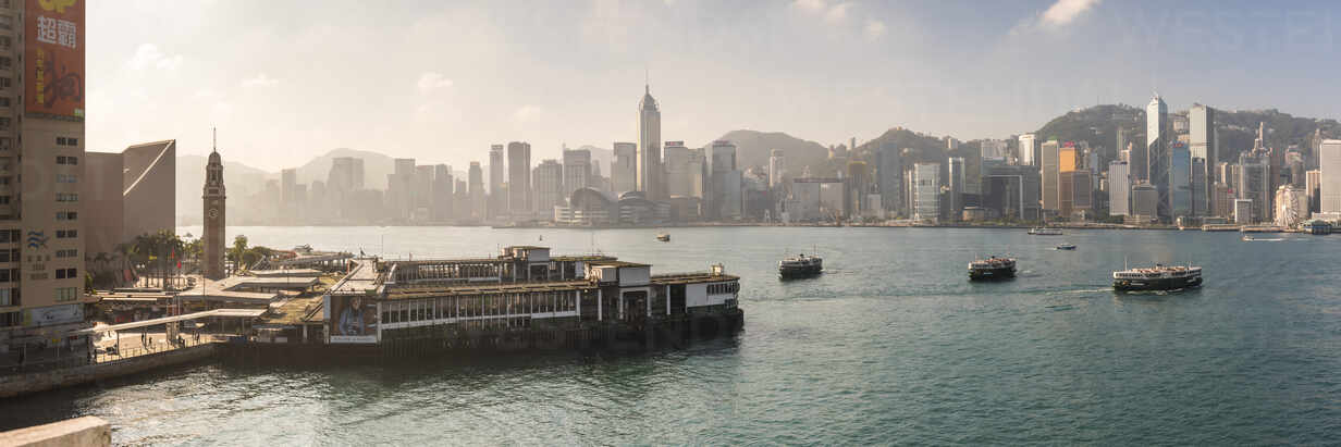 Star Ferry with Hong Kong Island behind, seen from Kowloon, Hong Kong, China, Asia - RHPLF03592 - RHPL/Westend61