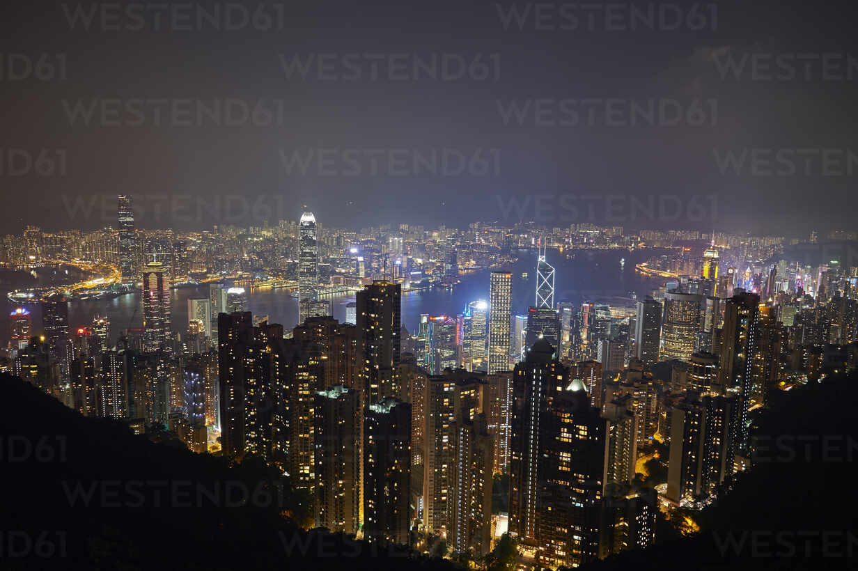 View at night of central Hong Kong and Victoria Harbour from Victoria Peak, looking toward Kowloon in background, Hong Kong, China, Asia - RHPLF03630 - RHPL/Westend61