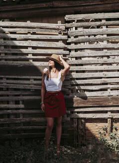 PORTRAIT OF YOUG GIRL OUTDOOR/SPAIN/GRANADA/DURCAL - LJF00754