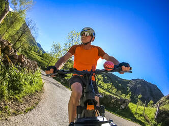 Senior man on mountainbike - LAF02357