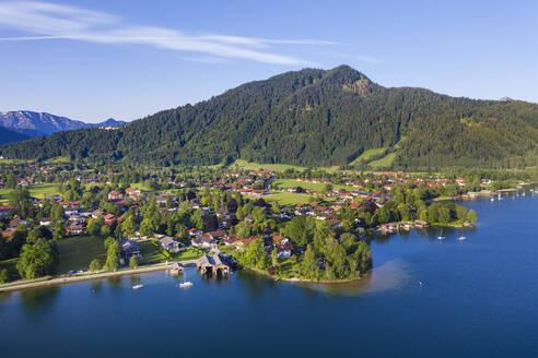 Rottach-Egern, Ortsteile Egern und Schorn, Tegernsee, Schloss Ringberg, Berg Ringspitz, Drohnenaufnahme, Oberbayern, Bayern, Deutschland - SIEF08935