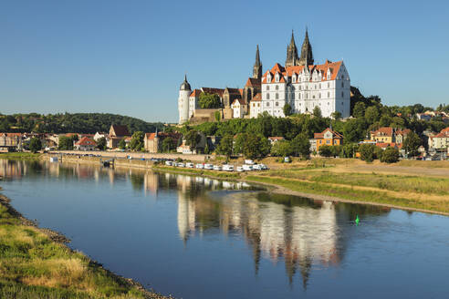 View over Elbe Ribe to Albrechtsburg Castle and Cathedral, Meissen, Saxony, Germany, Europe - RHPLF06066