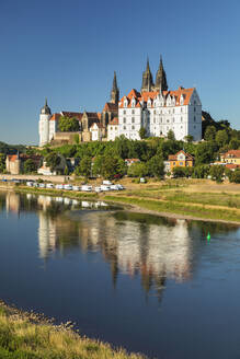 View over Elbe Ribe to Albrechtsburg Castle and Cathedral, Meissen, Saxony, Germany, Europe - RHPLF06069