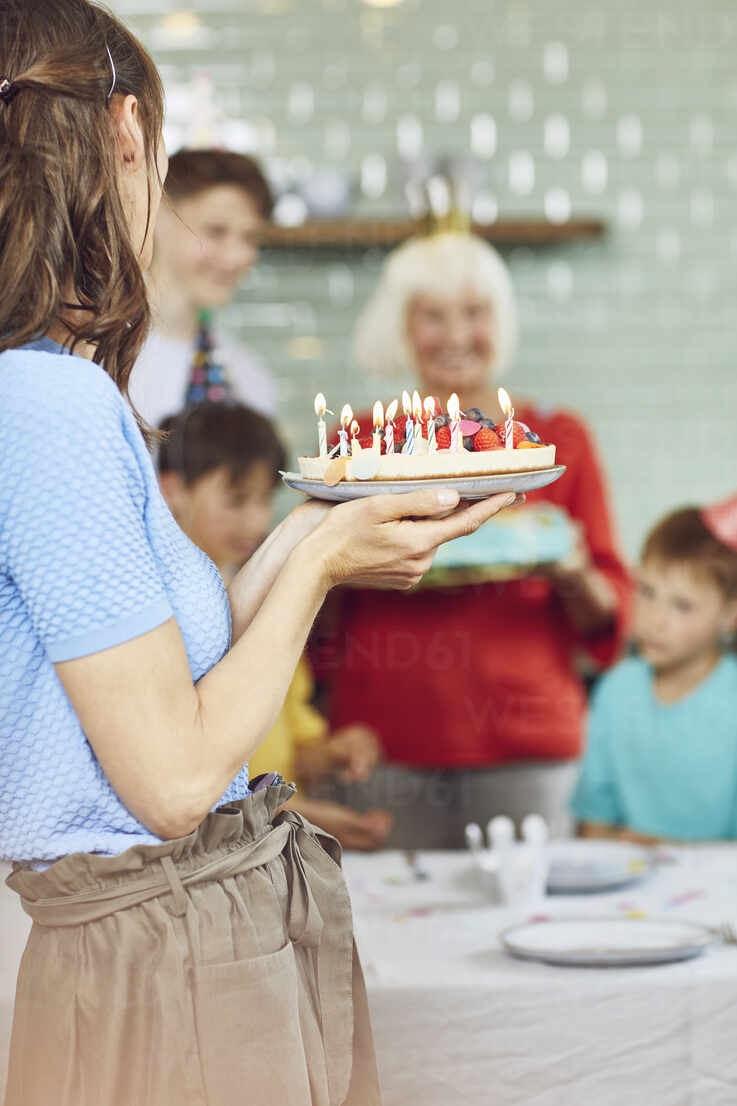 Mother and sons celebrating grandmother's bithday in their kitchen - MCF00205 - Maya Claussen/Westend61
