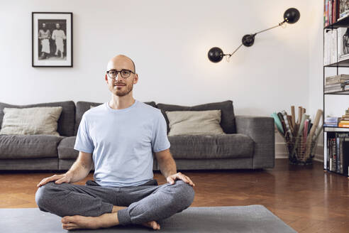 Man doing yoga at home - MCF00300