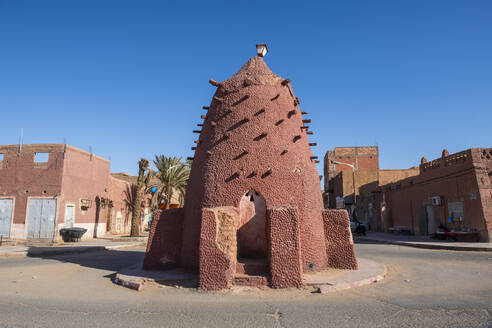 Old water well in the center of Timimoun, western Algeria, North Africa, Africa - RHPLF07112
