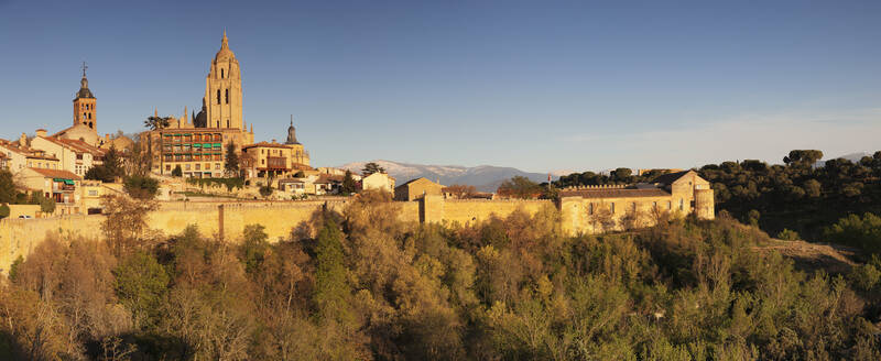 Old town, town wall and Cathedral at sunset, UNESCO World Heritage Site, Segovia, Castillia y Leon, Spain, Europe - RHPLF07446