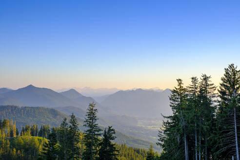 Aussicht vom Angerl Kopf auf die Alpen, bei Bad Heilbrunn, Oberbayern, Deutschland - LBF02682