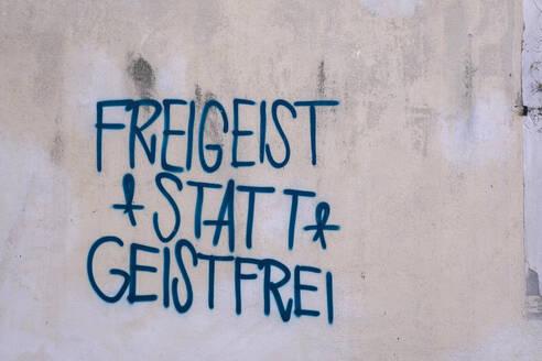 Freigeist statt Geistfrei text written with graffiti on wall - LB02685