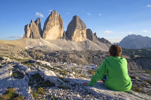 Italy, Veneto, Dolomites, Drei Zinnen at sunset - LOMF00887