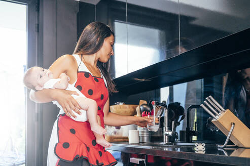 Mother with her baby in the kitchen - OCMF00627
