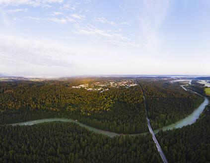 Geretsried und Isar mit Tattenkofener Brücke im Morgenlicht, Naturschutzgebiet Isarauen, Tölzer Land, Luftbild, Oberbayern, Bayern, Deutschland - SIEF08980