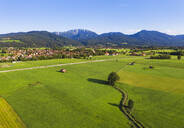 Scenic view of landscape at Bichl with Benediktenwand and Rabenkopf mountains in background, Tölzer Land, Upper Bavaria, Bavaria, Germany - SIEF08998