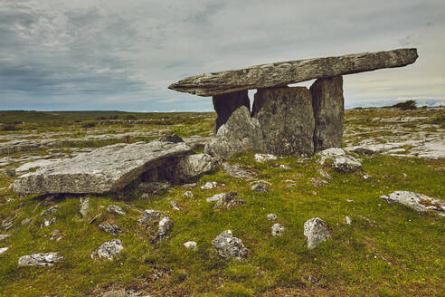 The Poulnabrone dolmen, prehistoric slab burial chamber, The Burren, County Clare, Munster, Republic of Ireland, Europe - RHPLF08642