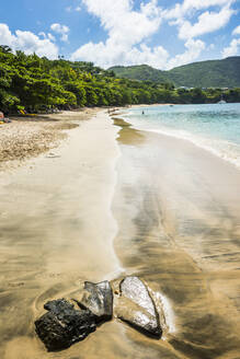 Scenic view of Princess Margaret beach during summer, Admiralty Bay, Bequia, St. Vincent and the Grenadines, Caribbean - RUNF03080