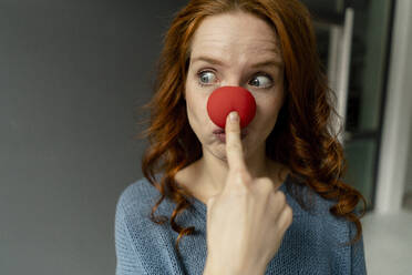 Portrait of redheaded woman with clown's nose - KNSF06464