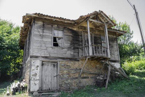 Ramshackle hut in the countryside, Strandja mountains, Bulgaria - AFVF03922