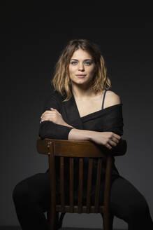Portrait confident, beautiful young woman - FSIF04322