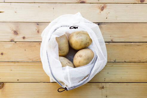 Potatoes in shopping satchet - JPTF00291