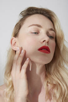 Portrait of young blond woman with red lips - PGCF00016