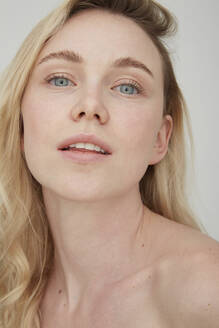 Portrait of blond young woman with blue eyes - PGCF00019