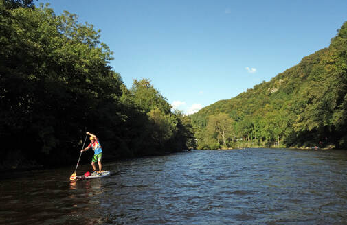 Paddle boarder on the River Wye at Symonds Yat, border of Herefordshire and Gloucestershire, England, United Kingdom, Europe - RHPLF09204