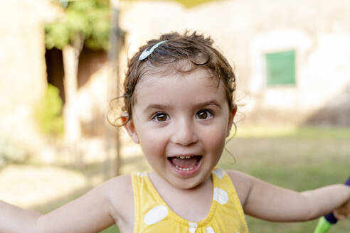 Portrait of a happy little girl outdoors in summer - GEMF03144