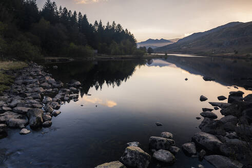 Llynnau Mymbyr Lake at sunset, Capel Curig, Snowdonia National Park, North Wales, United Kingdom, Europe - RHPLF10327