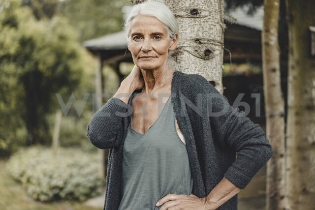 Senior woman standing in nature, portrait - JOSF03718 - Joseffson/Westend61