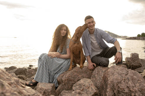 Young couple with dog at the beach - VPIF01506