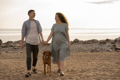Young couple with dog at the beach - VPIF01515