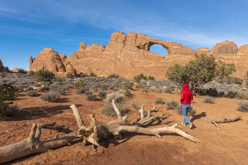 Surprise Arch, Arches National Park, Moab, Utah, United States of America, North America - RHPLF11405