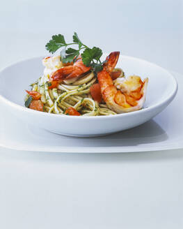 Spaghetti with shrimp and pesto - PPXF00283