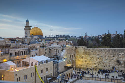 Western Wall and the Dome of the Rock, Old City, UNESCO World Heritage Site, Jerusalem, Israel, Middle East - RHPLF11770