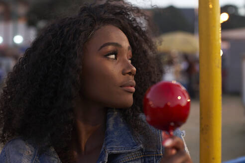 Young black woman with her candy apple. Lubango, Angola. - VEGF00738