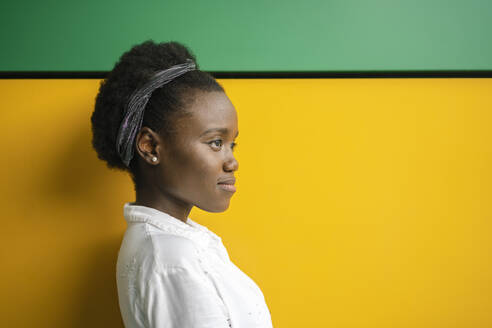 black woman in colorful and geometric background/SPAIN/ALICANTE/SAN JUAN - DLTSF00206