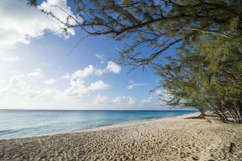 Idyllic view of Norman Saunders beach against sky during sunny day, Grand Turk, Turks And Caicos Islands - RUNF03237