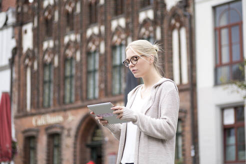 Portrait of young woman using tablet in the city - JESF00357