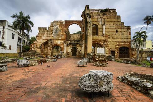 Ruins of the hospital San Nicolas de Bari, Unesco world heritage sight the old town of Santo Domingo, Dominican Republic - RUNF03300