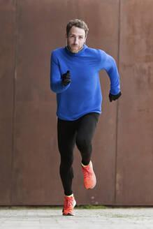 Jogger running on a street - JSRF00644