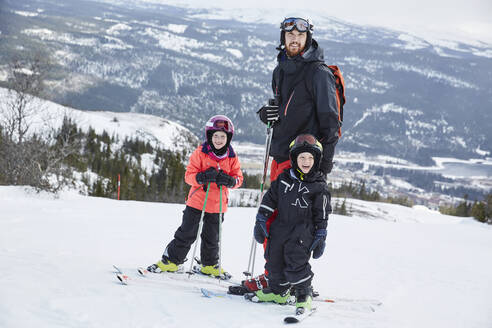 Father and sons skiing - JOHF01931