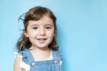Portrait of happy little girl - GEMF03182