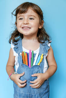 Portrait of cute little girl with colored ballpoint pens on her pocket - GEMF03188